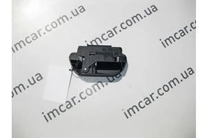 Б/У Mercedes Левая ручка разблокировки откидной спинки  заднего сидения левая A2059204900