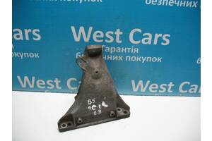 Б / У Passat Кронштейн двигуна правий 1. 8В. Найкраща ціна!