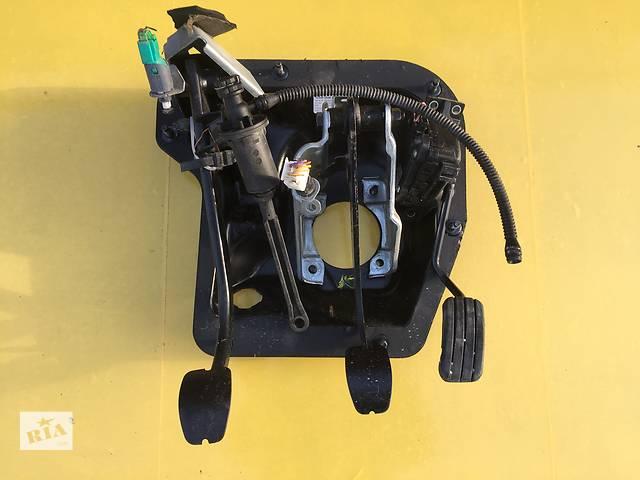 Б/у педаль газа для легкового авто Opel Vivaro- объявление о продаже  в Ковеле