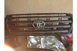 Б/у решетка радиатора для Toyota Land Cruiser 200 2009