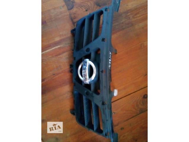 продам Б/у решітка радіатора для легкового авто Nissan X-Trail бу в Львове