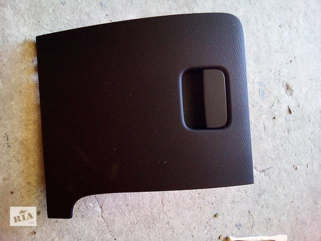 продам Б/у Вещевой ящик  для седана Volkswagen Passat B7 бу в Луцке