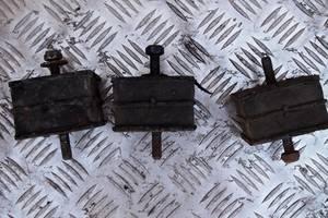 Б/у подушка мотора 2.5 д для Renault Trafic 1996рв на рено трафик подушки левая и правая сторона оригинал не разбиты