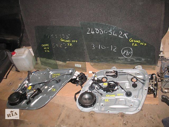 купить бу б/у Двери/багажник и компоненты Стекло двери Легковой Kia Carens 2007 в Луцке