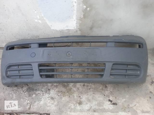 купить бу Бампер передний для Opel Vivaro до 2006 года в Костополе