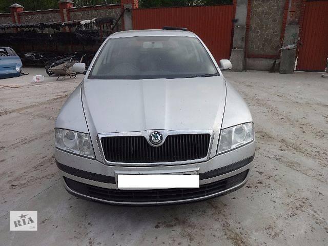 купить бу Бампер передний для Skoda Octavia A5 2007 в Львове