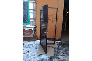Нові Металеві двері