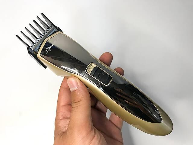 продам Профессиональная аккумуляторная беспроводная машинка Pro Gemei 6027 для стрижки волос с насадками бу в Харькове