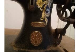 Редкая антикварная швейная машинка Singer