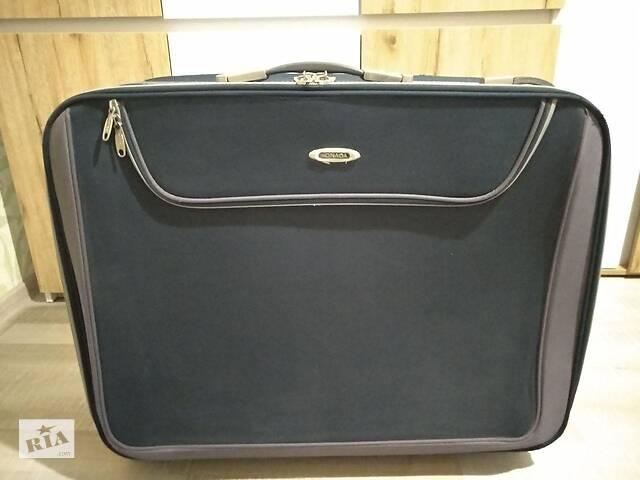 Большая дорожная сумка-чемодан на четырёх колёсах