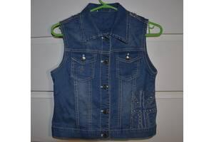 Детская джинсовая жилетка с заклёпками