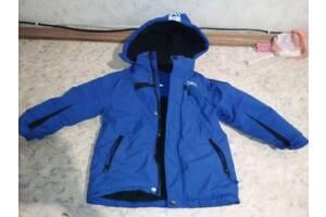 Продам куртку 110-122