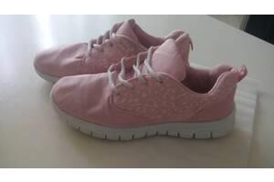 Розовые матерчатые кроссовки