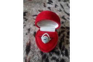 Серебряное кольцо перстень с голубым топазом и фианитами 925 проба 18 размер колечко с камушком Состояние нового