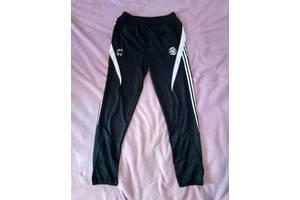 Спортивные футбольные зауженные штаны Adidas