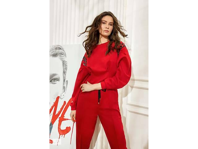купить бу Женский свитшоты красный с надписью на рукаве в Киеве