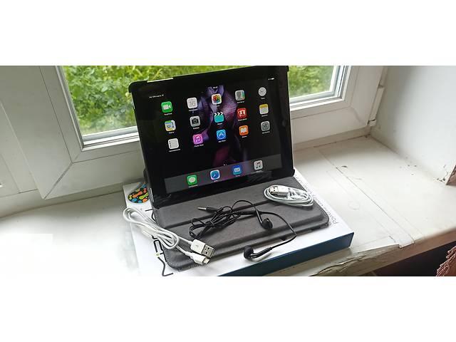 Продам Apple iPad 3 wi-fi+3G 16gb,чистый icloud+чехол с подзарядкой.- объявление о продаже  в Виннице