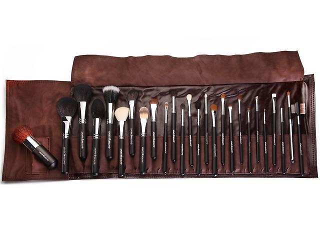 продам Набор кистей для макияжа профессиональный Armee Beaute в коричневом чехле бу в Киеве