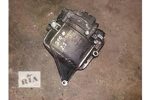 б/у Генераторы/щетки Mercedes 210