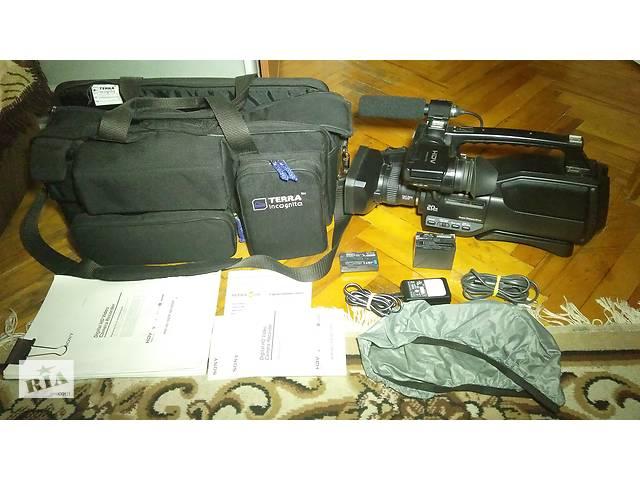 купить бу Видеокамера профессиональная плечевая Mini-DV Sony HVR-HD1000 в Киеве