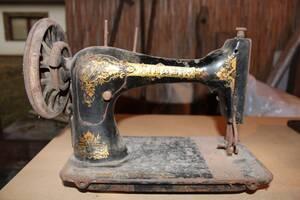 Античні швейні машини на продаж
