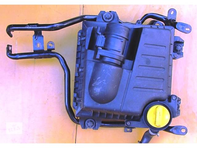 купить бу Корпус воздушного фильтра, повітряного фільтра 2.5 Renault Trafic Рено Трафик Opel Vivaro Опель Виваро Nissan Primastar в Ровно