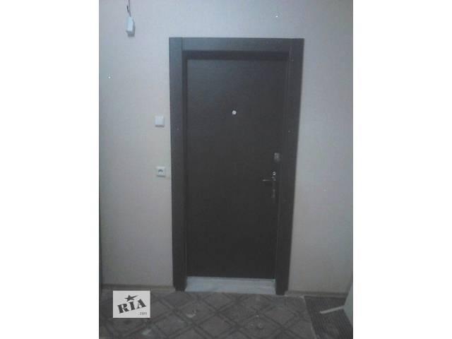 купить бу Перетяжка дверей кожзаменителем ,врезка замка  в Киеве