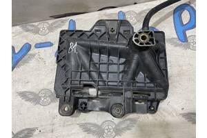 Подставка аккумулятора Skoda Fabia 98-02г. 1.4i 6Q0915331