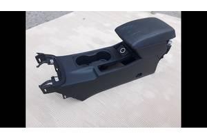 Полокотник SEAT LEON 3, консоль центральная, подстаканники,подлокотник