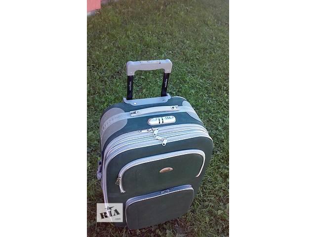 Продам чемодан на колесиках.- объявление о продаже  в Калуше