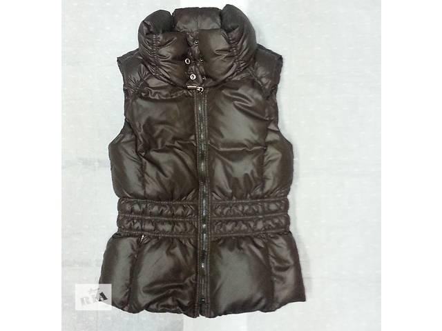 купить бу Пуховая жилетка Esprit, цвет - коричневый, состояние новой. в Киеве