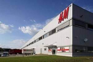Робота в Польщі на складі H&M Упаковка одягу