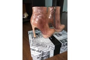 Новые Женские ботинки и полуботинки Roberto