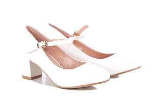 Свадебные белые туфли для невесты нарядные на небольшом каблуке с ремешком 37