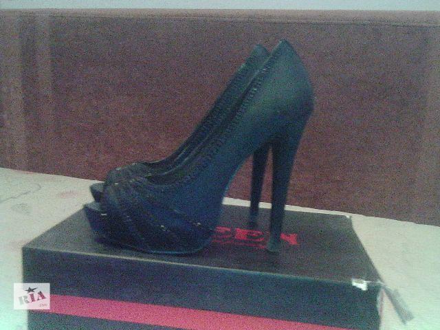 Туфлі 34 розміру (вказаний 35 - маломірки) - Жіноче взуття в Україні ... 9269217a80de3