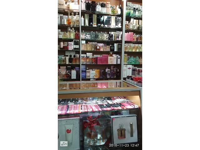 В магазин косметики требуется продавец