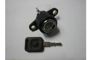 Замок кнопка личинка замка багажника Volkswagen Scirocco MK2 Passat B2 Jetta 1 Golf Mk1 327827539