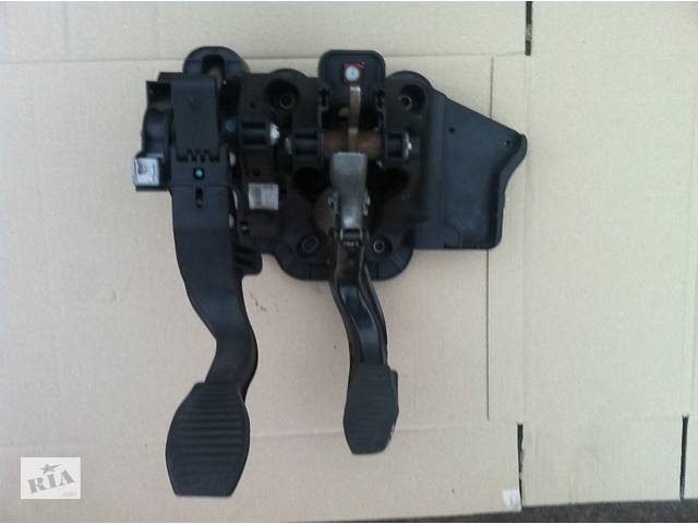 продам Б/у блок педалів для Opel Corsa D бу в Виннице
