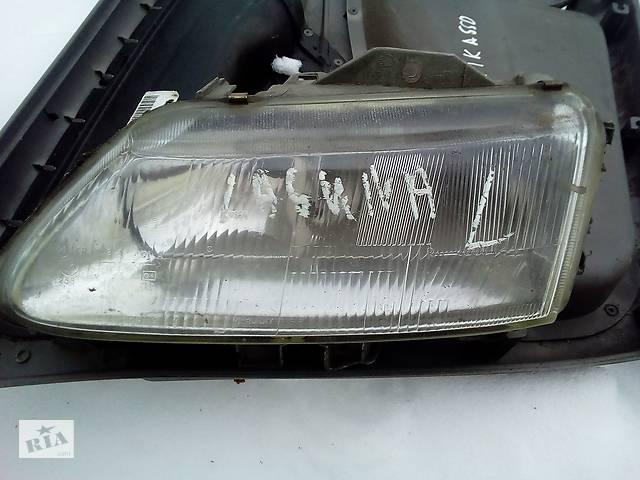 купить бу Б/у стекло левой фары для Renault Laguna в Ивано-Франковске