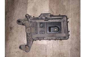 б/в Корпуси під акумулятор Volkswagen B6