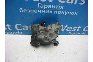 Б/У Кронштейн масляного фільтра Passat 1996 - 2000 050115417. Вперед за покупками!