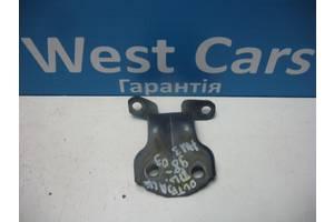 Б/У Петля передней левой двери нижняя Outback 1998 - 2003 . Вперед за покупками!