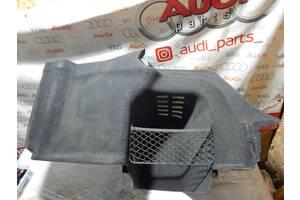 Б/У Обшивка багажника правая AUDI A8 2010-2018