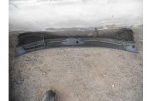 б/у Пластик под лобовое стекло Renault Kangoo