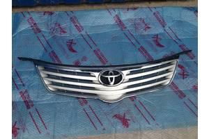 б/в грати радіатора Toyota Avensis