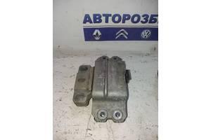 Подушка двигателя мотора левая Volkswagen Caddy 04-09 Фольксваген Кадди Кадді