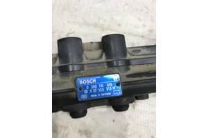 Топливная рейка с форсунками Volkswagen Passat b4 037133313h