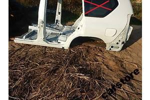чверті автомобіля Toyota Land Cruiser