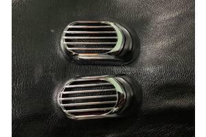 Volkswagen UP 2011↗ рр. Решітка на повторювач `Овал` (2 шт., ABS)