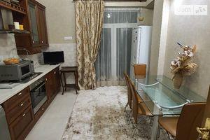 Сниму трехкомнатную квартиру в Львове долгосрочно